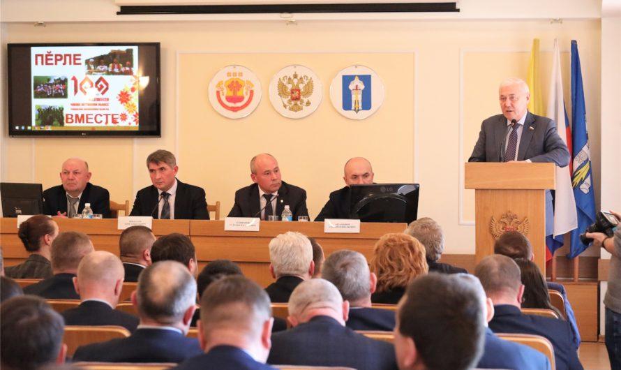 Олег Николаев показал муниципальным чиновникам «Образ будущего»