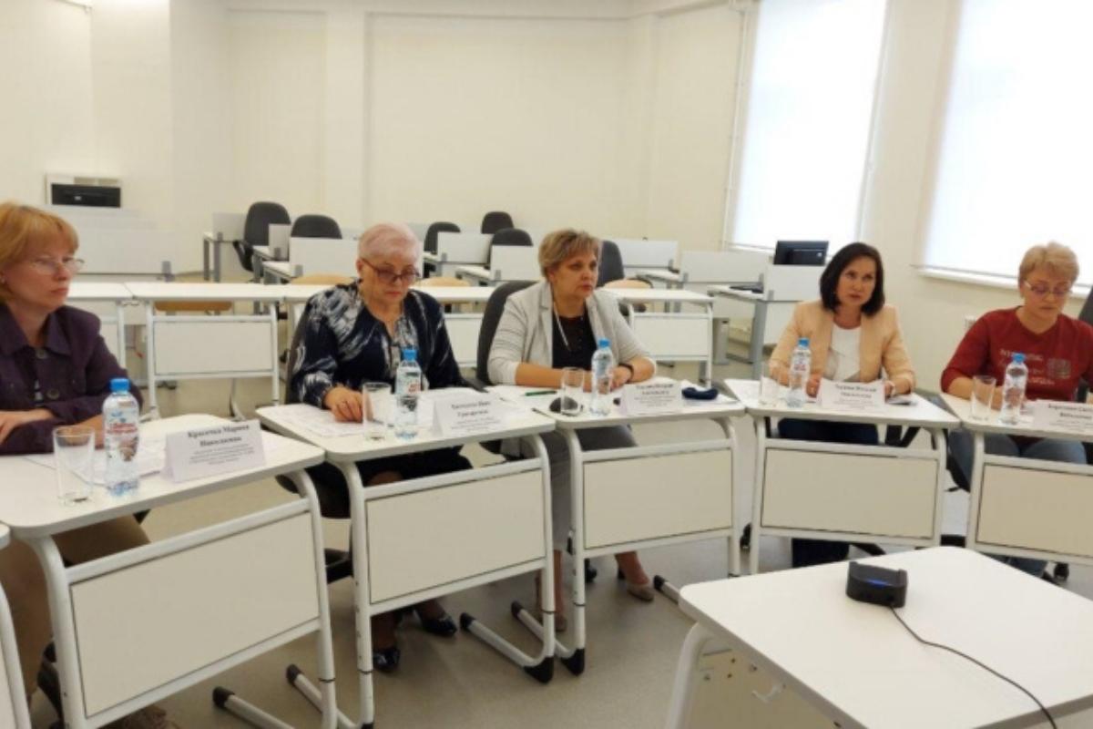 Выпускникам и их родителям рассказали про ЕГЭ-2020 на онлайн-собрании