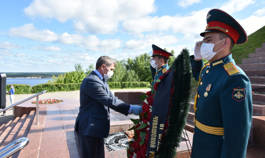 В День памяти и скорби Олег Николаев принял участие в церемонии возложения цветов к Вечному огню