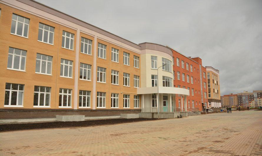 Олег Николаев посетил стройплощадку самой большой школы в ПФО