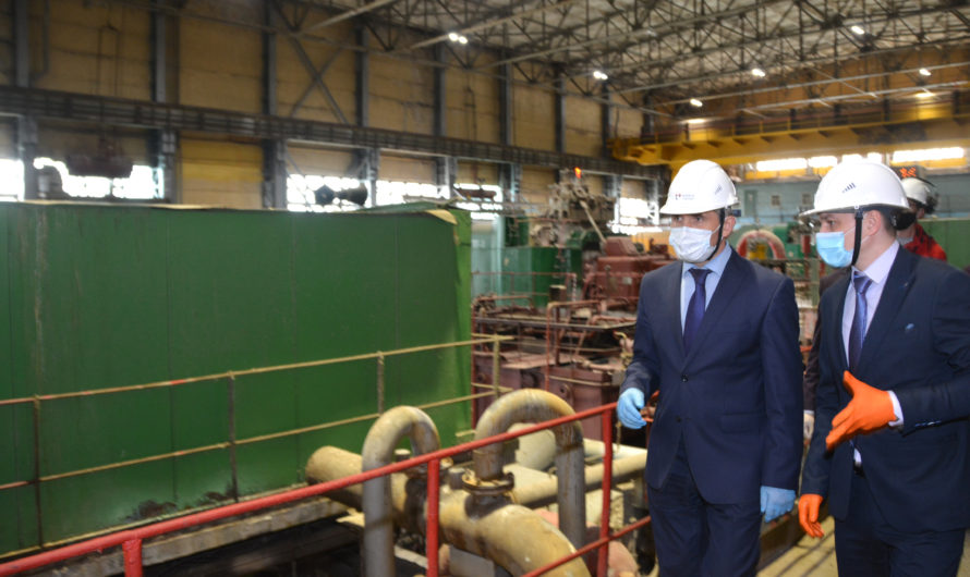 Олег Николаев посмотрел, как ремонтируют турбоагрегат на Новочебоксарской ТЭЦ-3