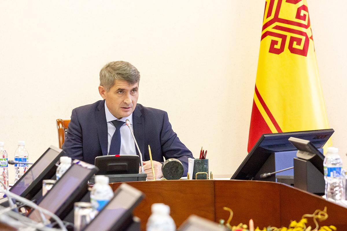 Олег Николаев напомнил о голосовании по поправкам к Конституции РФ