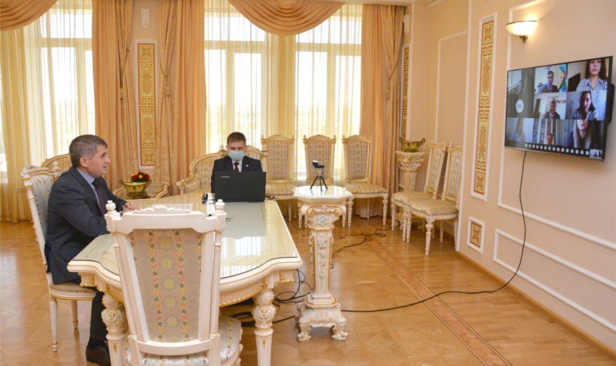 Олег Николаев высоко оценил проекты будущих управленцев