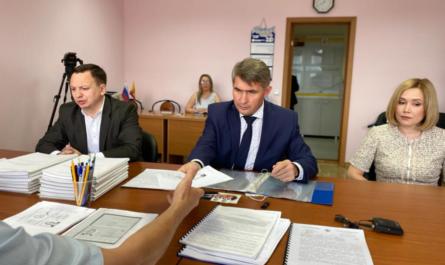 Олег Николаев сдал в ЦИК подписи в свою поддержку