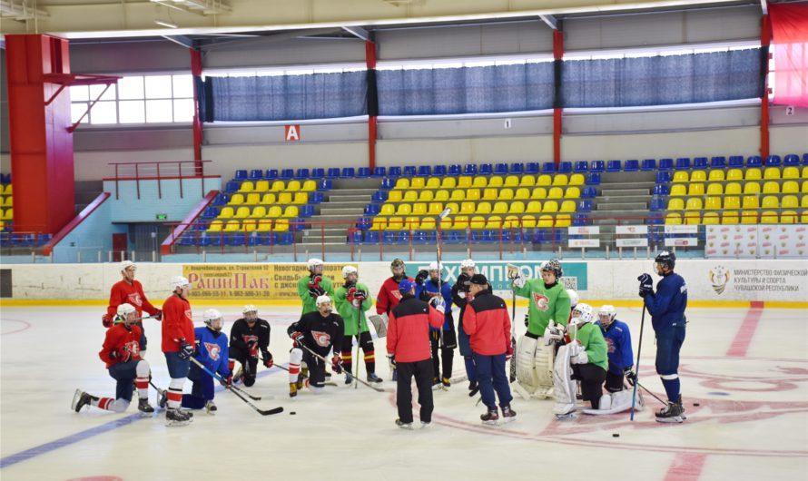 В новочебоксарском ледовом дворце презентовали молодежную хоккейную команду «Сокол»