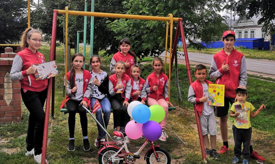Волонтеры-медики собрали макулатуру и подарили детям велосипеды