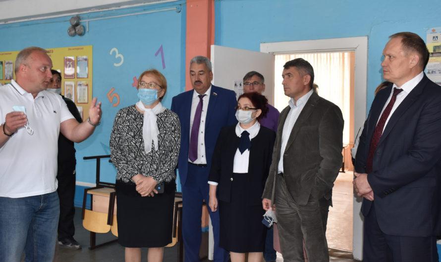 Олег Николаев взял ситуацию с ремонтом в школе №6 г. Шумерли под личный контроль