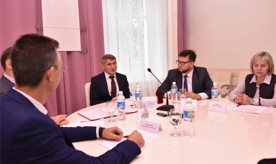 Олег Николаев пригласил лидеров молодежных движений пробежаться на «Кроссе наций»