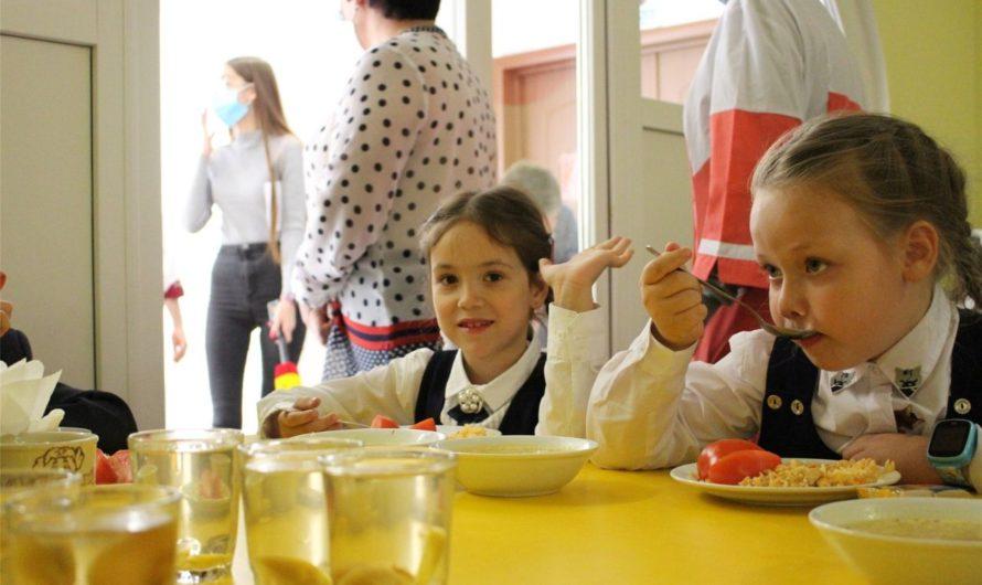 Свыше 600 миллионов рублей – на бесплатное школьное питание