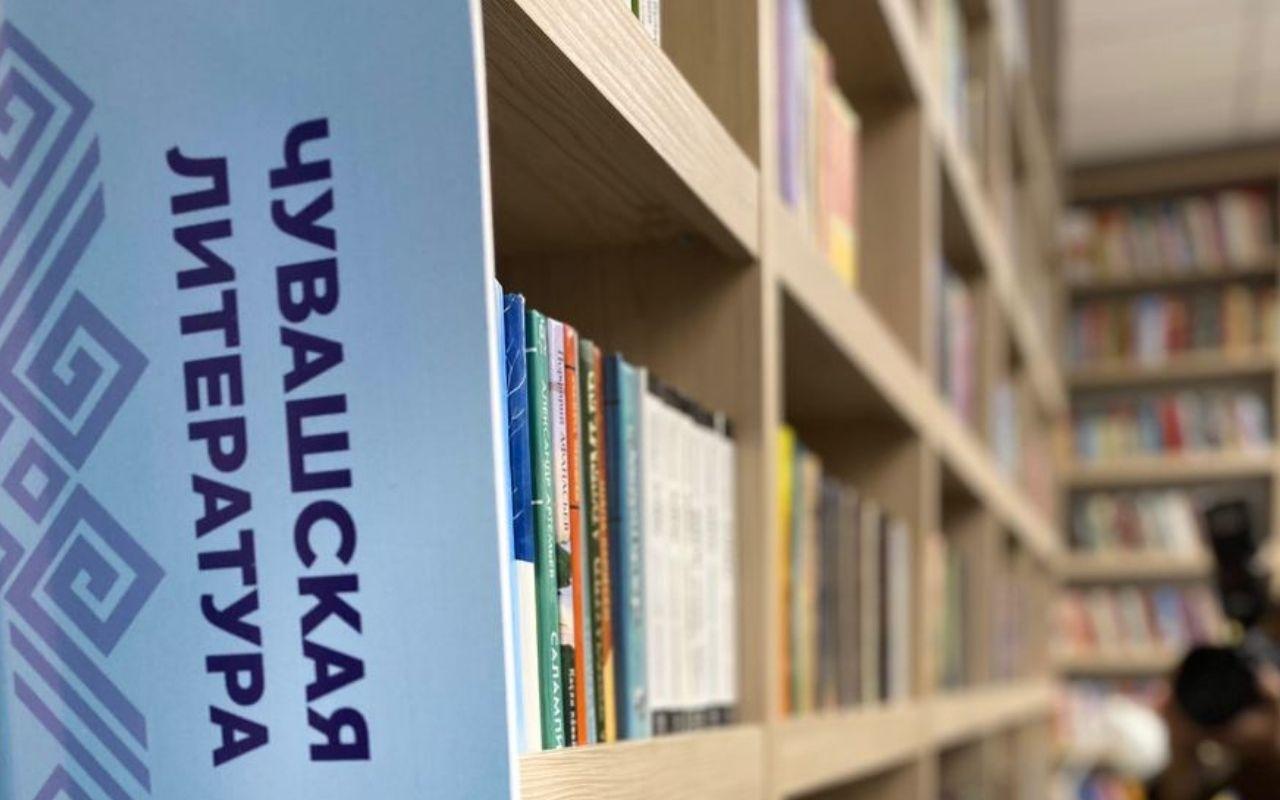 Олег Николаев поручил учитывать самобытные особенности национальной культуры при оформлении библиотек