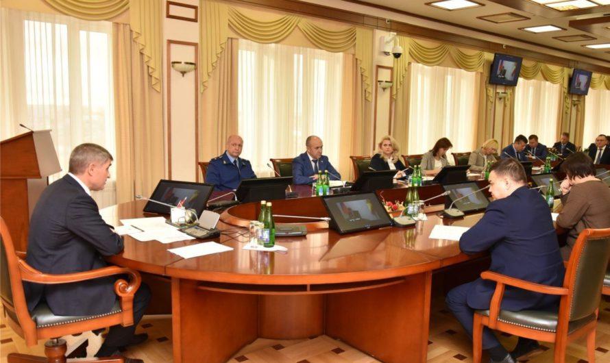Олег Николаев раскритиковал нерасторопность муниципалитетов по контрактации объектов на 2021 год