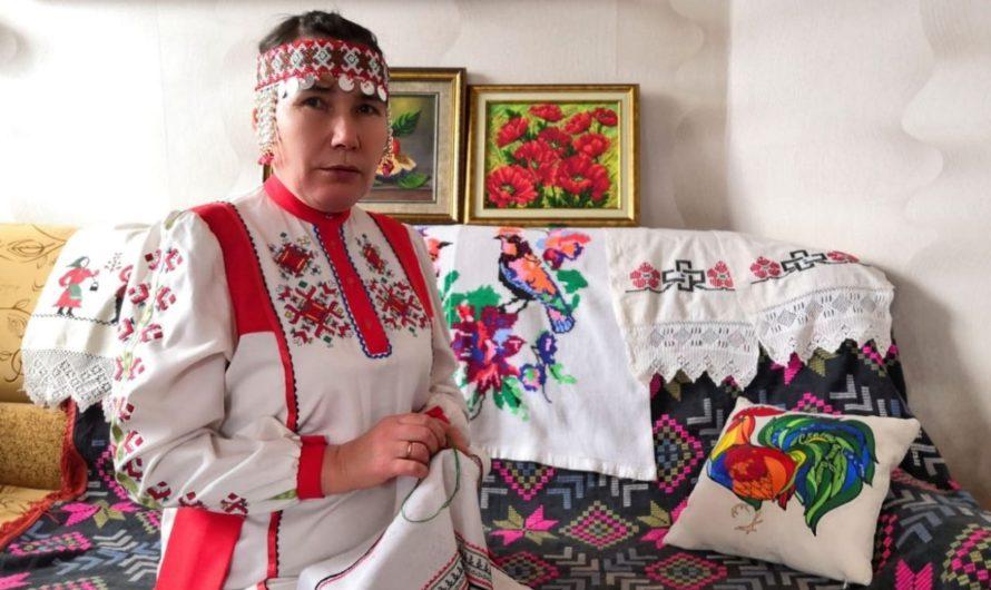К республиканской акции «Сурпан Пӗрле» присоединились любители чувашской вышивки Яльчикского района