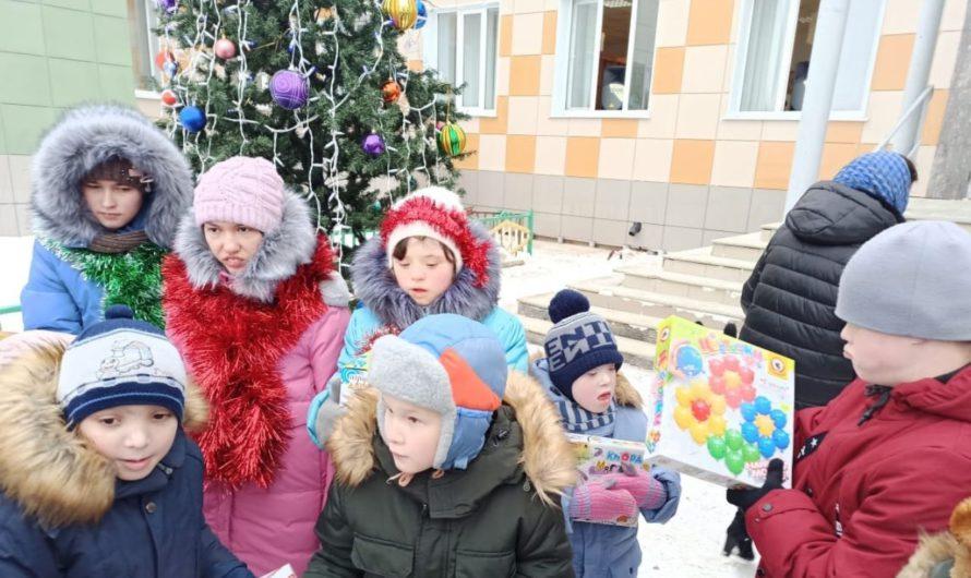 «Серебряные» волонтеры в новом формате выступили с театральным представлением для детей из Кугесьского дома-интерната