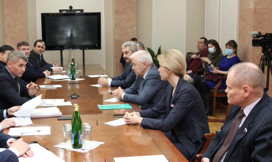 Олег Николаев: взаимодействие муниципальных властей и местных депутатов должно быть усилено