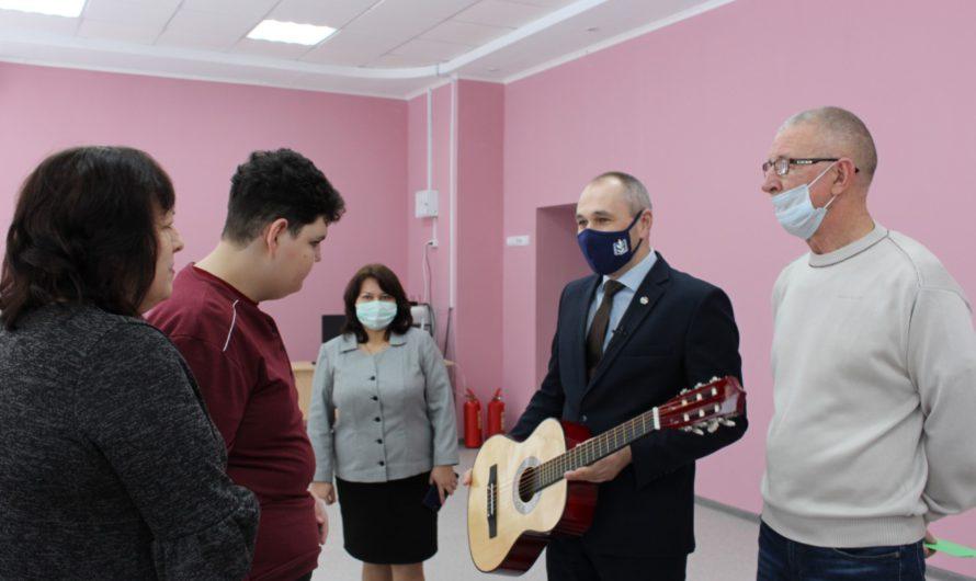 Заместитель министра образования Николай Жуков исполнил желание 12-летнего алатырца