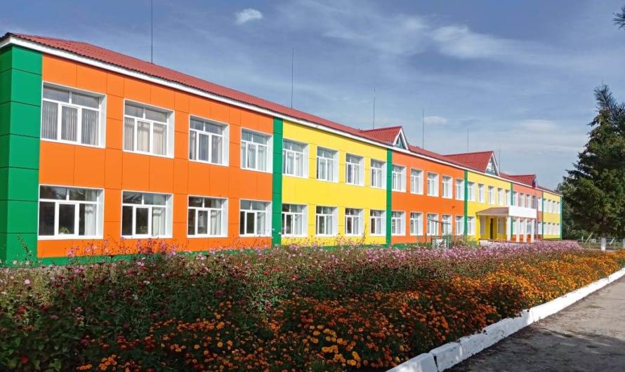 В Чувашии отремонтируют здания 28 детских садов и 42 школ