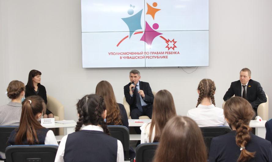 Олег Николаев критически оценил ситуацию в молодежной политике республики