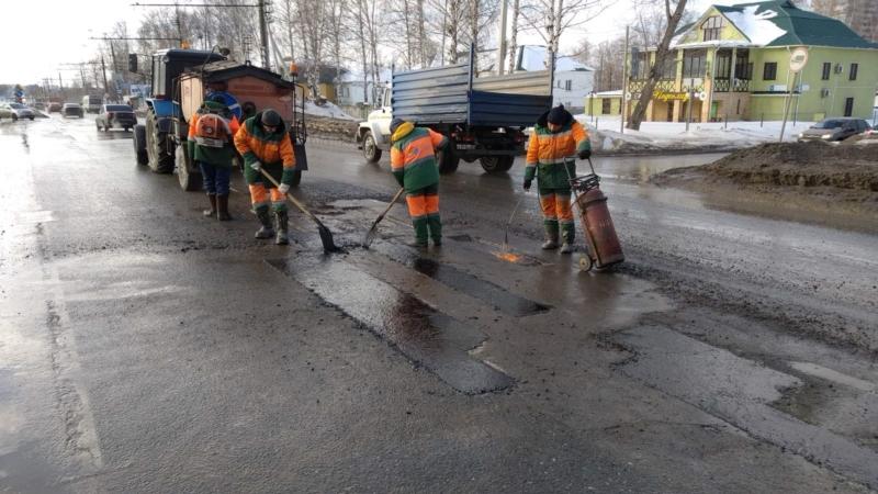 На федеральных дорогах в Чувашии ликвидировали свыше 1000 квадратных метров ям