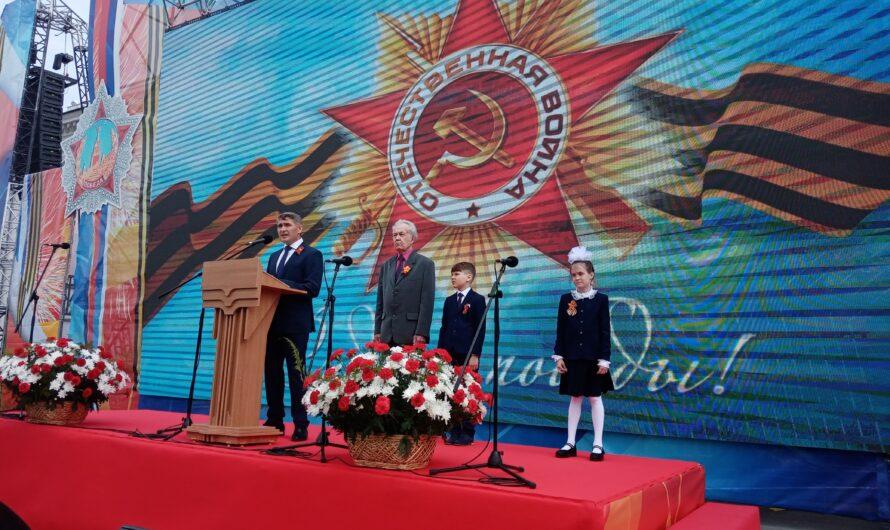 В парадном расчёте по площади Республики проехали внедорожники советского времени и байкеры