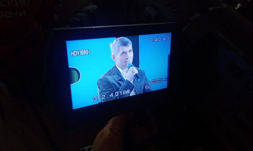 Олег Николаев рассказал молодежи, что оставаться в Чувашии можно ради работы на предприятиях с конкурентной зарплатой