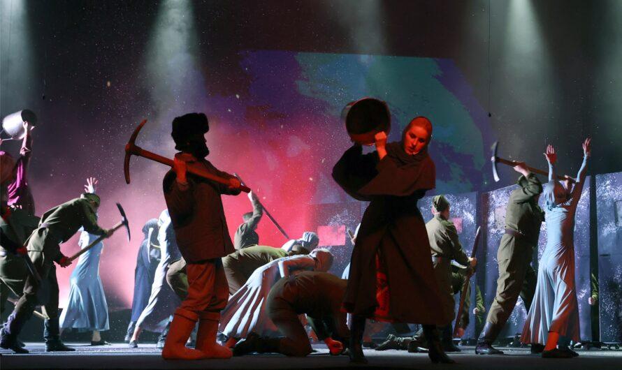В Чувашии состоялась премьера театрализованной концертной программы «Сурский рубеж. Помни. Знай. Не забывай»