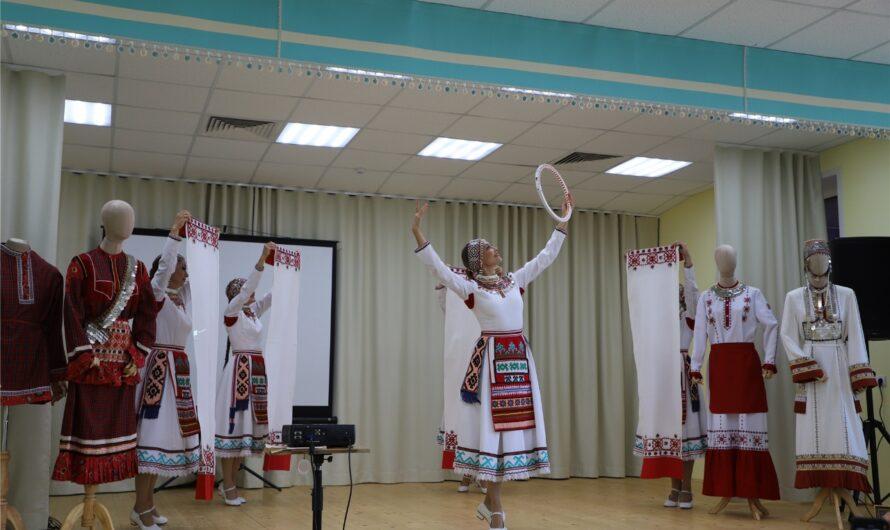 В Чебоксарском районе презентовали книгу-альбом «Золотая игла Марии Симаковой»