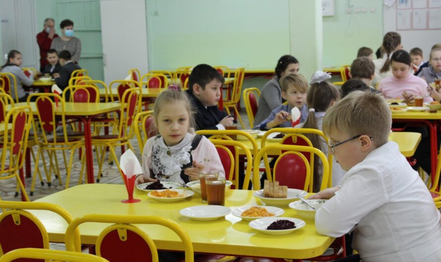 Алла Салаева: благодаря Указу Главы Чувашии почти 12 тысяч детей смогут получать бесплатные завтраки и обеды