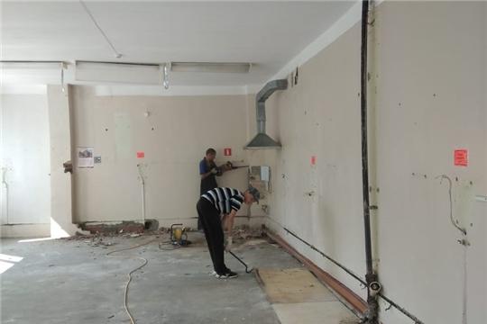 В Урмарской райбольнице начали капитально ремонтировать поликлинику