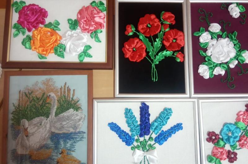 На избирательных участках Комсомольского района открыты выставки местных умельцев