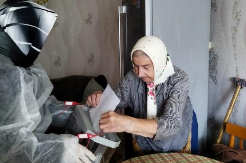 Пожилые и маломобильные жители Алатырского района голосуют на дому