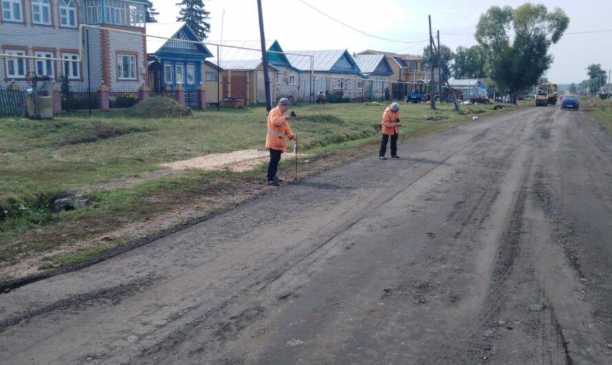 В Красночетайском районе ремонтируют дорогу «Красные Четаи – Питеркино – Вишенеры»